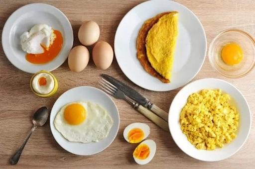 ăn trứng rán có béo không?